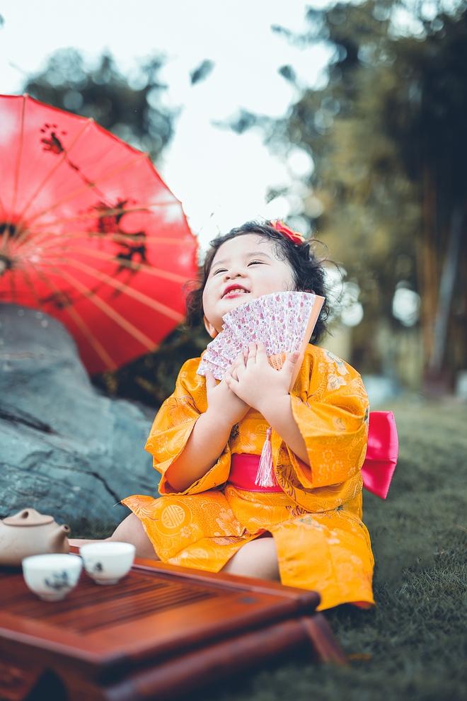 Tan chảy trước độ dễ thương của cô bé Việt 2 tuổi má phính diện Kimono, tóc tơ cài hoa - Ảnh 7.