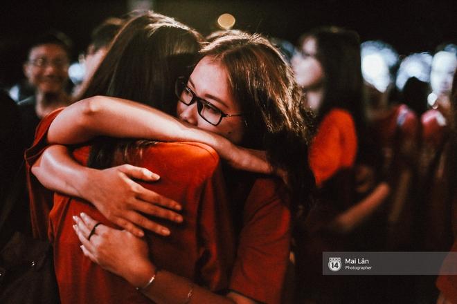 Những cái ôm trong mưa của teen Ams trong đêm hội chia tay đầy cảm xúc - ảnh 25