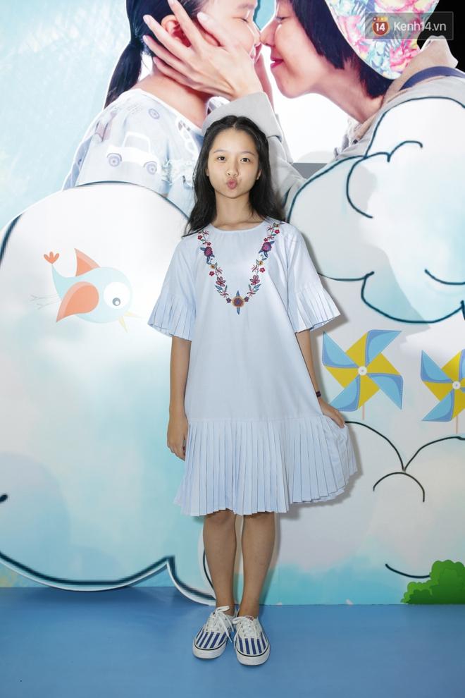 Miu Lê diện trang phục vàng chóe như tên phim, nổi bật trên thảm đỏ  - Ảnh 13.