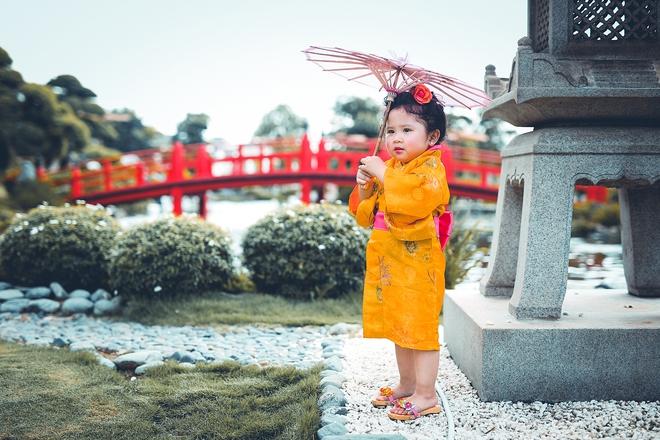Tan chảy trước độ dễ thương của cô bé Việt 2 tuổi má phính diện Kimono, tóc tơ cài hoa - Ảnh 10.