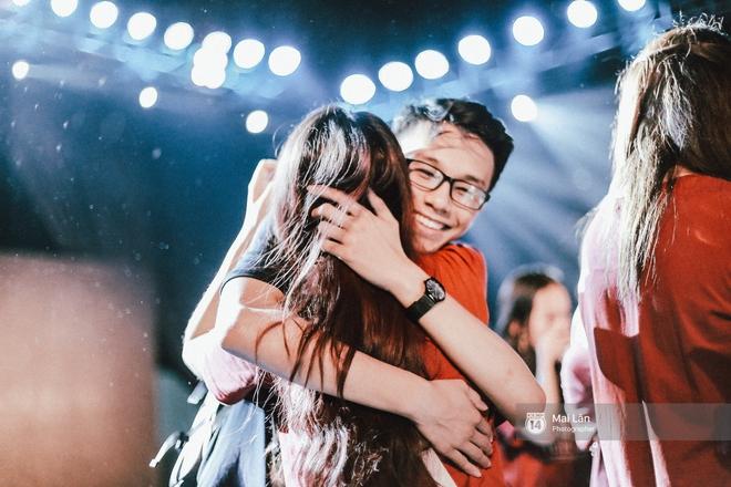 Những cái ôm trong mưa của teen Ams trong đêm hội chia tay đầy cảm xúc - ảnh 23