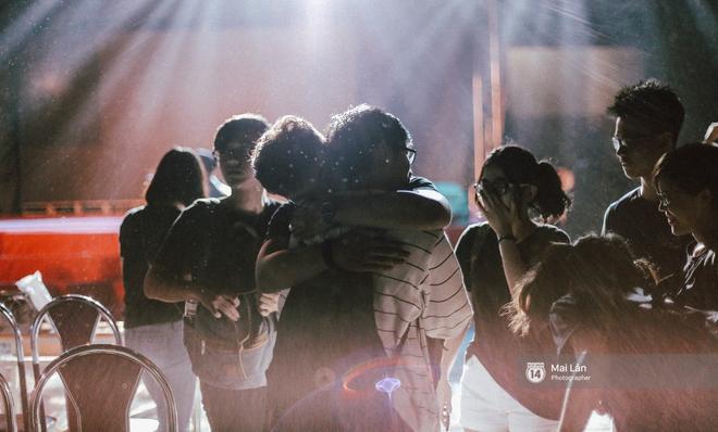 Những cái ôm trong mưa của teen Ams trong đêm hội chia tay đầy cảm xúc - ảnh 22