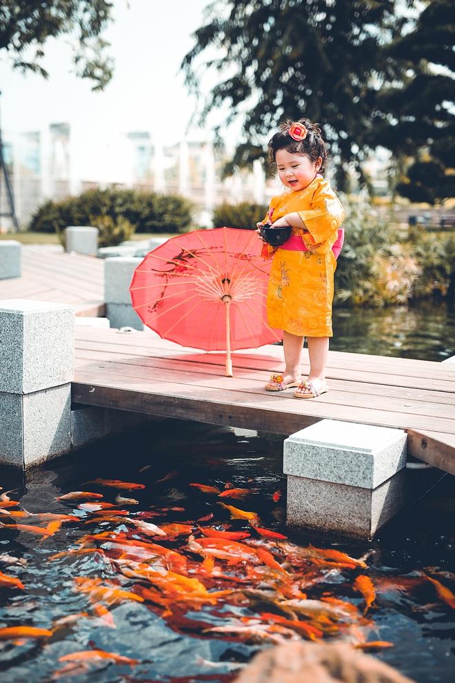 Tan chảy trước độ dễ thương của cô bé Việt 2 tuổi má phính diện Kimono, tóc tơ cài hoa - Ảnh 11.