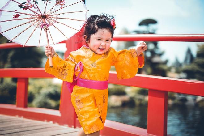 Tan chảy trước độ dễ thương của cô bé Việt 2 tuổi má phính diện Kimono, tóc tơ cài hoa - Ảnh 14.