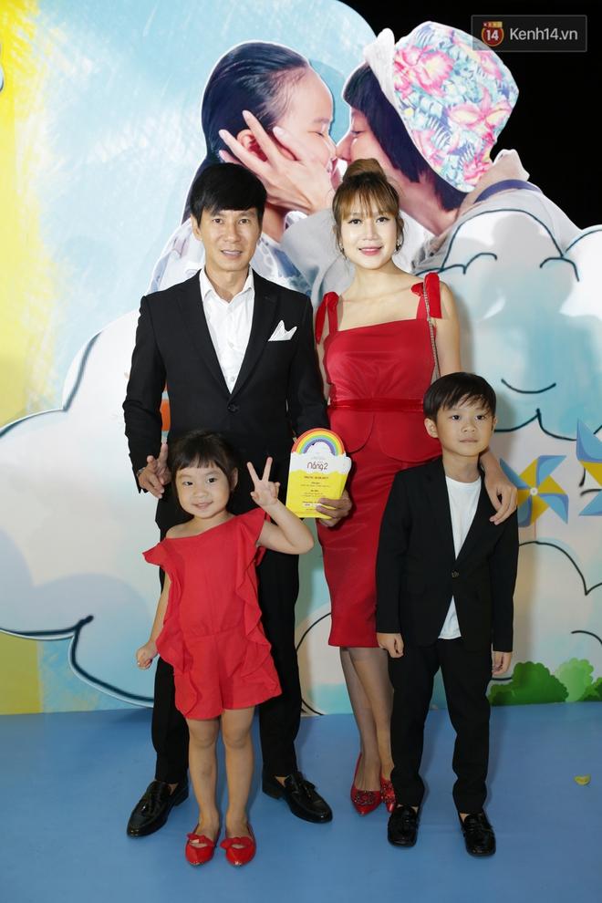 Miu Lê diện trang phục vàng chóe như tên phim, nổi bật trên thảm đỏ  - Ảnh 3.