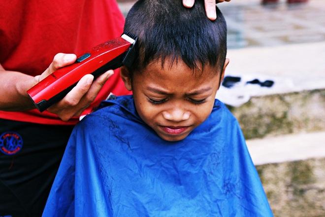 Chàng trai đạp xe xuyên Việt để cắt tóc miễn phí cho người nghèo trong suốt 1 năm - Ảnh 7.
