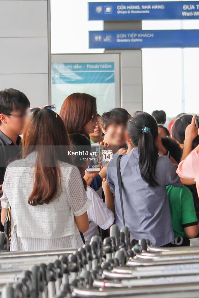 Lý Nhã Kỳ ra tận sân bay tiễn, Xa Thi Mạn thân thiện vẫy tay chào fan Việt - Ảnh 2.