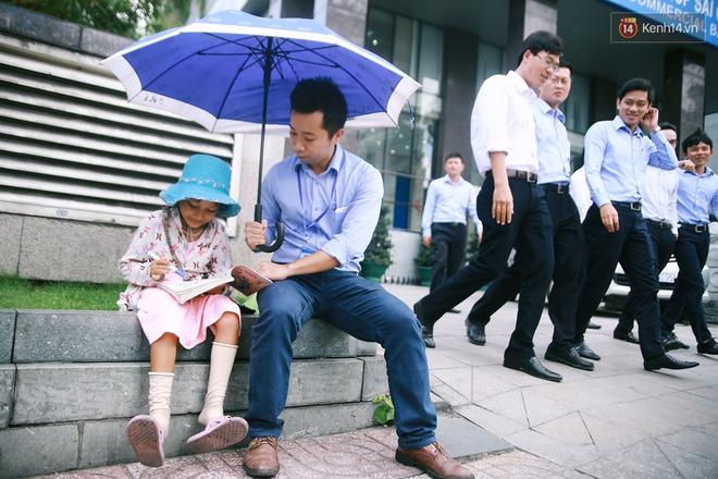 Nhiều người hỗ trợ chỗ học và tặng sách vở miễn phí cho cô trò nhỏ của anh nhân viên ngân hàng - ảnh 10