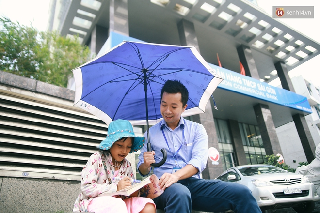 Nhiều người hỗ trợ chỗ học và tặng sách vở miễn phí cho cô trò nhỏ của anh nhân viên ngân hàng - ảnh 16