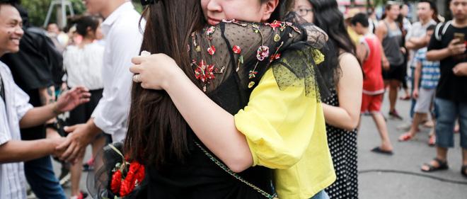 Sau 6 năm yêu nhau, chàng trai cầu hôn bạn gái ở phố đi bộ cùng sự giúp sức của hơn 70 nghệ sĩ khiến ai cũng xúc động! - Ảnh 17.