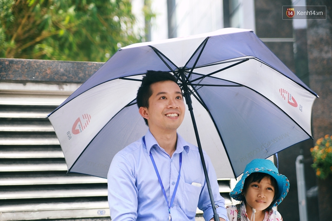 Nhiều người hỗ trợ chỗ học và tặng sách vở miễn phí cho cô trò nhỏ của anh nhân viên ngân hàng - ảnh 4