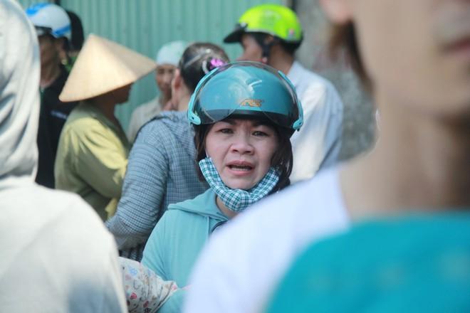 Chùm ảnh: Bên trong xưởng sản xuất bánh kẹo nơi 8 công nhân bị mắc kẹt ôm nhau chết cháy - Ảnh 8.