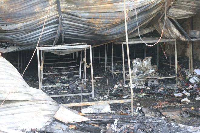 Chùm ảnh: Bên trong xưởng sản xuất bánh kẹo nơi 8 công nhân bị mắc kẹt ôm nhau chết cháy - Ảnh 4.