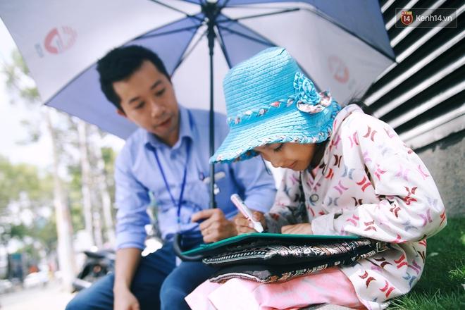 Nhiều người hỗ trợ chỗ học và tặng sách vở miễn phí cho cô trò nhỏ của anh nhân viên ngân hàng - ảnh 5