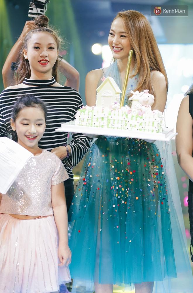 Minh Hằng hạnh phúc đón sinh nhật muộn cùng dàn sao Việt và người hâm mộ - Ảnh 1.