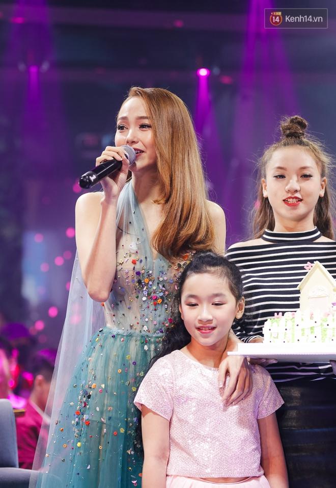 Minh Hằng hạnh phúc đón sinh nhật muộn cùng dàn sao Việt và người hâm mộ - Ảnh 3.