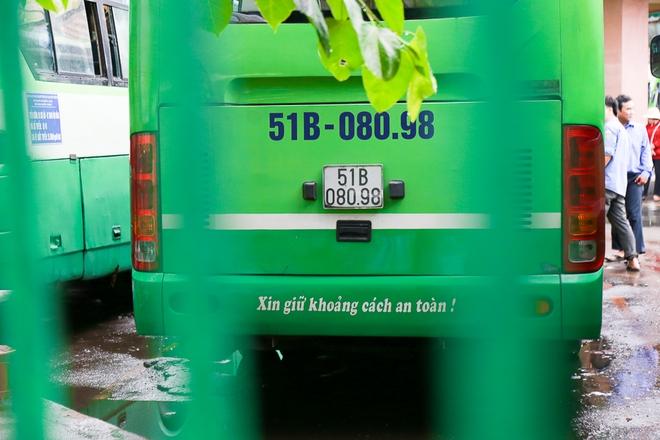 """Mát lòng với dòng chữ """"Xin lỗi đã làm phiền khi ra vào trạm"""" phía sau đuôi xe buýt ở Sài Gòn - Ảnh 6."""