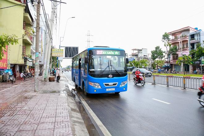 """Mát lòng với dòng chữ """"Xin lỗi đã làm phiền khi ra vào trạm"""" phía sau đuôi xe buýt ở Sài Gòn - Ảnh 2."""