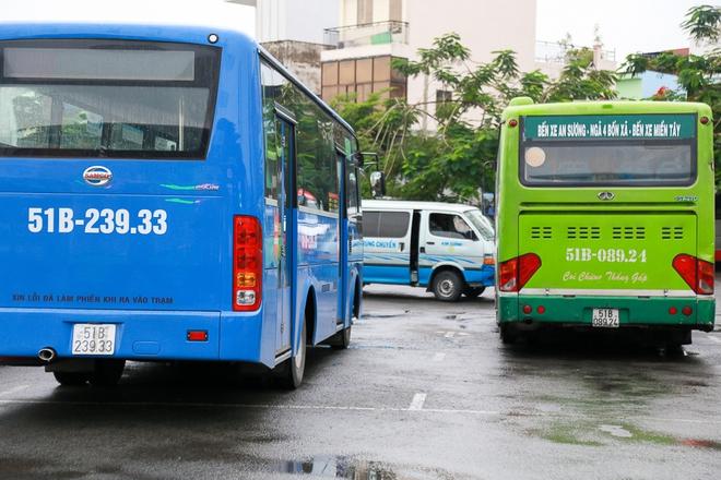 """Mát lòng với dòng chữ """"Xin lỗi đã làm phiền khi ra vào trạm"""" phía sau đuôi xe buýt ở Sài Gòn - Ảnh 7."""