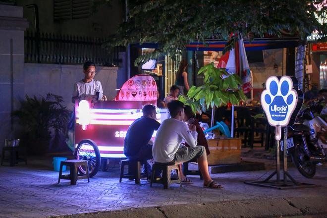Phố ẩm thực hội tụ các món ăn 3 miền đầu tiên ở Sài Gòn có gì đặc biệt? - Ảnh 9.