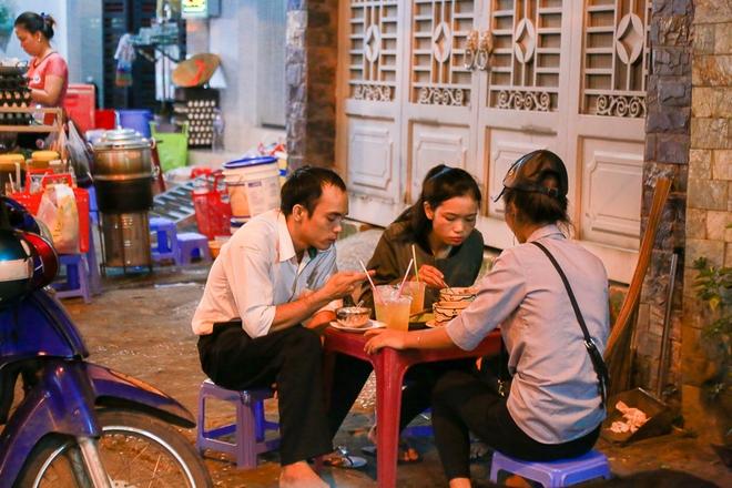 Phố ẩm thực hội tụ các món ăn 3 miền đầu tiên ở Sài Gòn có gì đặc biệt? - Ảnh 8.
