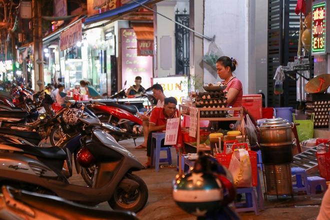 Phố ẩm thực hội tụ các món ăn 3 miền đầu tiên ở Sài Gòn có gì đặc biệt? - Ảnh 7.