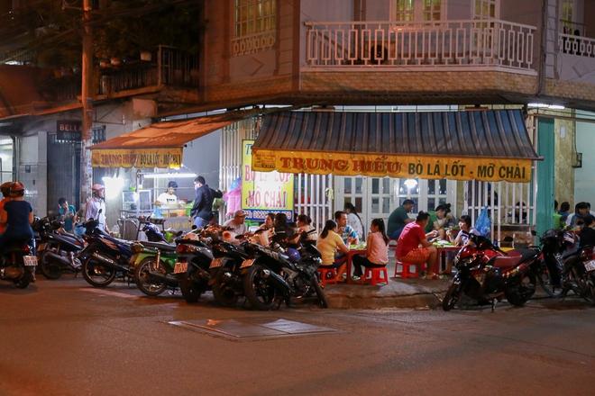 Phố ẩm thực hội tụ các món ăn 3 miền đầu tiên ở Sài Gòn có gì đặc biệt? - Ảnh 6.