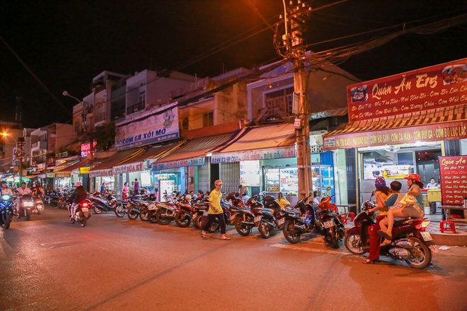Phố ẩm thực hội tụ các món ăn 3 miền đầu tiên ở Sài Gòn có gì đặc biệt? - Ảnh 13.