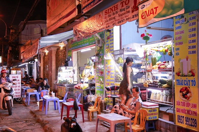 Phố ẩm thực hội tụ các món ăn 3 miền đầu tiên ở Sài Gòn có gì đặc biệt? - Ảnh 5.