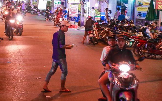 Phố ẩm thực hội tụ các món ăn 3 miền đầu tiên ở Sài Gòn có gì đặc biệt? - Ảnh 12.