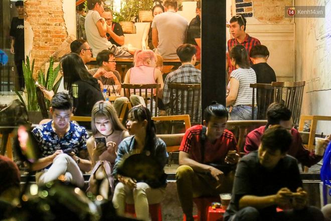 Giới trẻ làm gì trong các quán cafe mở cửa xuyên đêm ở Sài Gòn? - Ảnh 7.