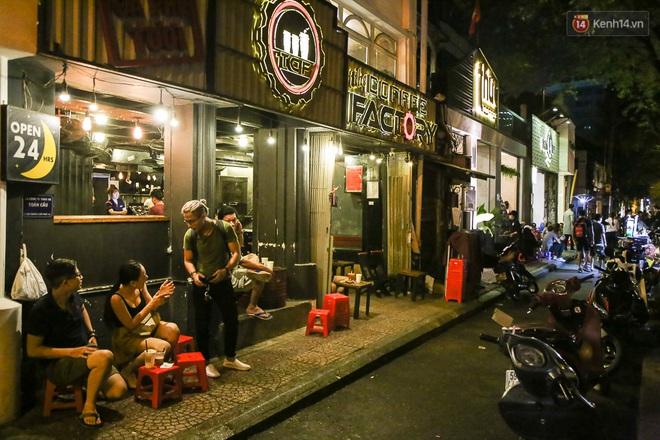 Giới trẻ làm gì trong các quán cafe mở cửa xuyên đêm ở Sài Gòn? - Ảnh 4.