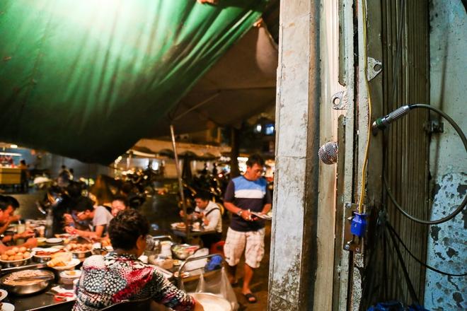 """Cơm tấm của bà Bảy """"lưỡi lam"""" có gì đặc biệt mà giá hơn 100.000 đồng/đĩa nhưng nhiều người Sài Gòn vẫn ghé ăn? - Ảnh 6."""