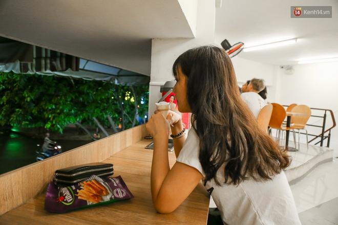 Giới trẻ làm gì trong các quán cafe mở cửa xuyên đêm ở Sài Gòn? - Ảnh 11.