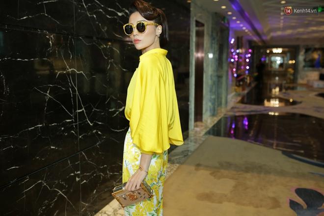 Bộ đôi Hoa hậu Kỳ Duyên - Mỹ Linh đọ sắc với tông vàng rực rỡ tại show thời trang - Ảnh 3.