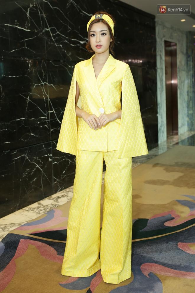 Bộ đôi Hoa hậu Kỳ Duyên - Mỹ Linh đọ sắc với tông vàng rực rỡ tại show thời trang - Ảnh 4.