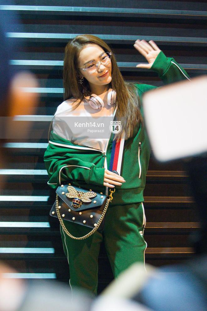 Diện đồ thể thao khoẻ khoắn, Minh Hằng nổi bật giữa sân bay lên đường đi Dubai tham dự tuần lễ thời trang quốc tế - ảnh 7