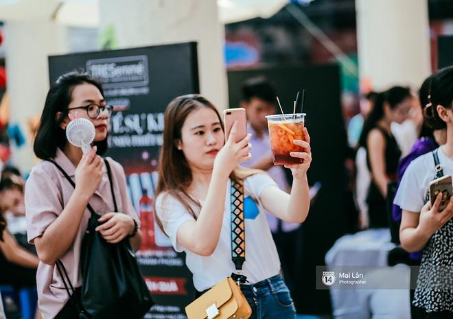 Giới trẻ Hà Nội đang rồng rắn đổ xô về The New District ăn Trung thu sớm - Ảnh 12.