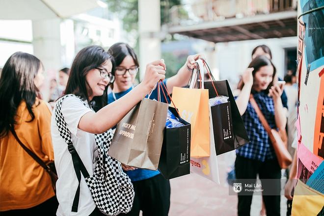 Giới trẻ Hà Nội đang rồng rắn đổ xô về The New District ăn Trung thu sớm - Ảnh 10.