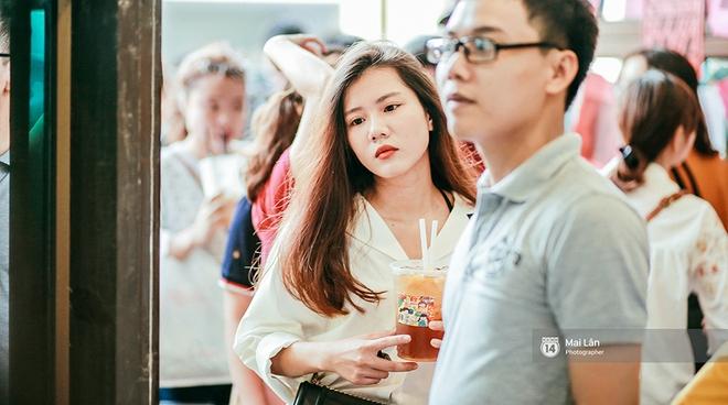 Giới trẻ Hà Nội đang rồng rắn đổ xô về The New District ăn Trung thu sớm - Ảnh 9.