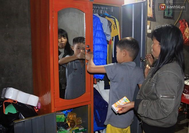 Các nhà hảo tâm đã quan tâm, hỗ trợ cho em Lộc rất nhiều vật dụng từ giường ngủ, tủ quần áo đến thực phẩm...