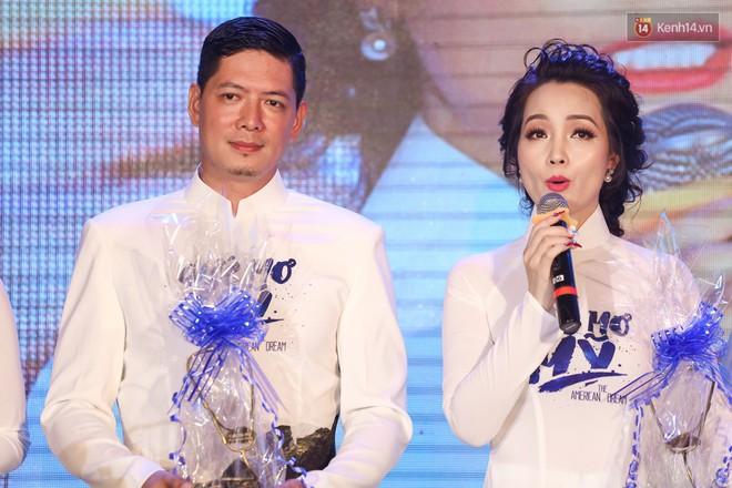 Bình Minh - Mai Thu Huyền diện áo dài trắng in tên phim mình đóng trong buổi ra mắt - Ảnh 4.