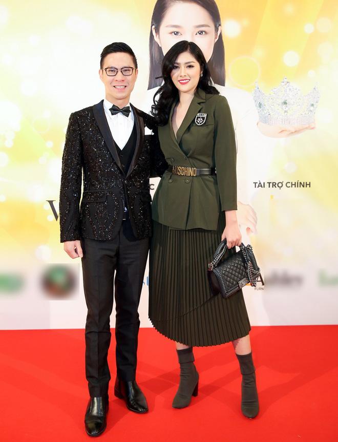 Diện trang phục lịch lãm, Việt Anh bảnh bao bên dàn chân dài Việt tại trời Tây - ảnh 9