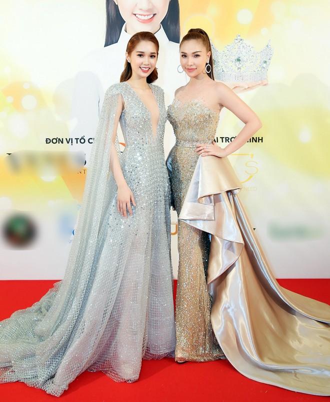 Diện trang phục lịch lãm, Việt Anh bảnh bao bên dàn chân dài Việt tại trời Tây - ảnh 6