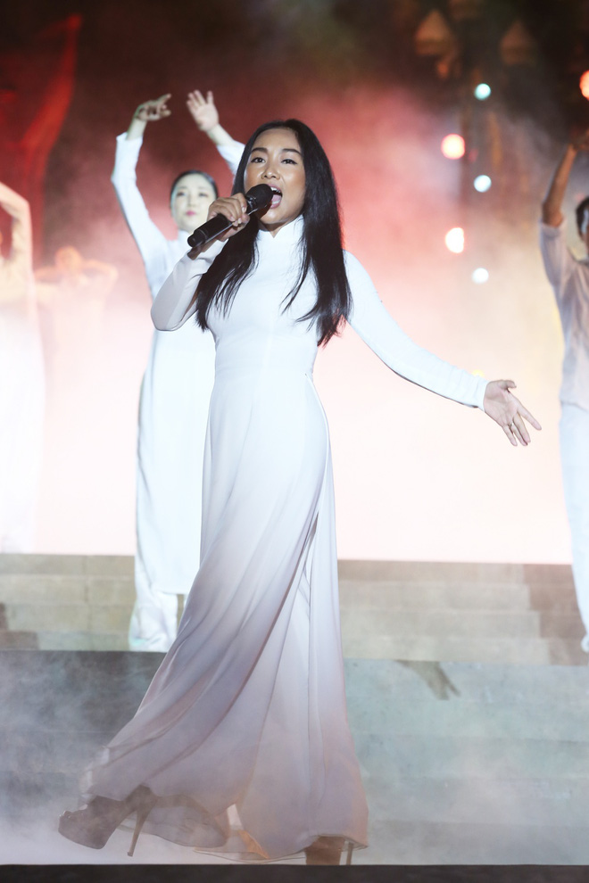 Đông Nhi nồng nàn, Phương Linh nghẹn ngào khi hát về những anh hùng của dân tộc - Ảnh 7.