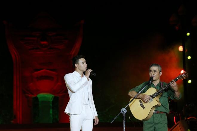 Đông Nhi nồng nàn, Phương Linh nghẹn ngào khi hát về những anh hùng của dân tộc - Ảnh 8.