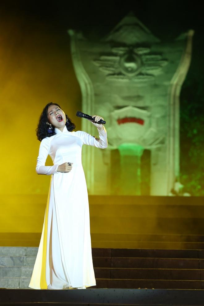 Đông Nhi nồng nàn, Phương Linh nghẹn ngào khi hát về những anh hùng của dân tộc - Ảnh 10.