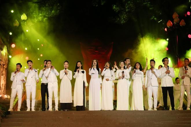 Đông Nhi nồng nàn, Phương Linh nghẹn ngào khi hát về những anh hùng của dân tộc - Ảnh 16.