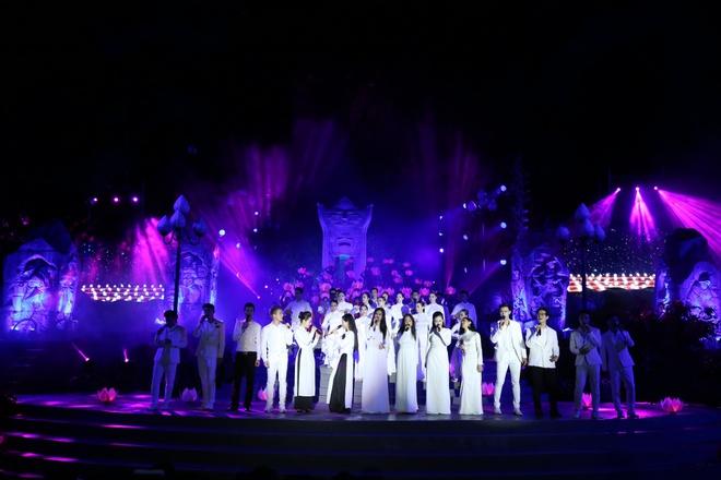 Đông Nhi nồng nàn, Phương Linh nghẹn ngào khi hát về những anh hùng của dân tộc - Ảnh 17.