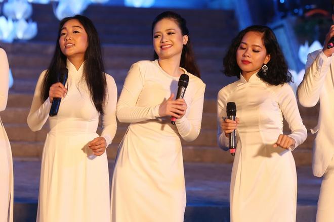 Đông Nhi nồng nàn, Phương Linh nghẹn ngào khi hát về những anh hùng của dân tộc - Ảnh 14.